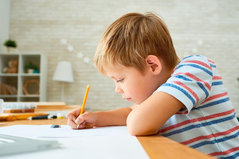 коем картинки дома за столом выполнение домашних заданий или точнее