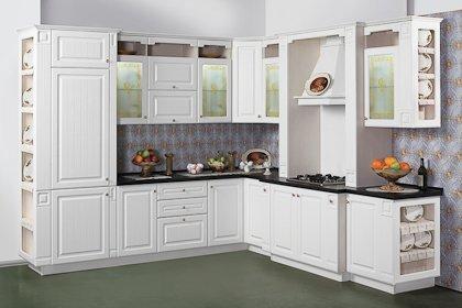 Пример того, когда кухня в классическом стиле вносит легкость и простор...